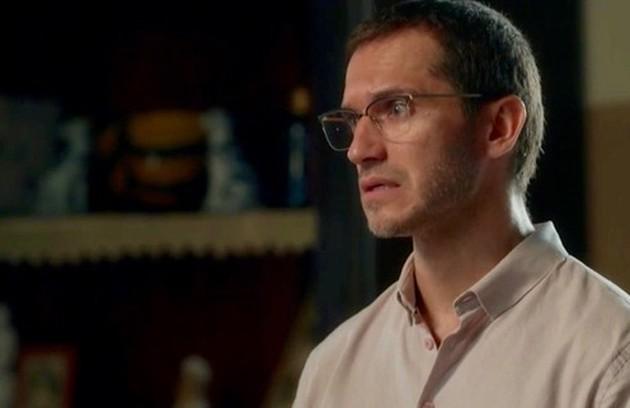No capítulo de segunda-feira (6), Aranha (Paulo Rocha) verá o rosto do serial killer antes de ser assassinado (Foto: TV Globo)