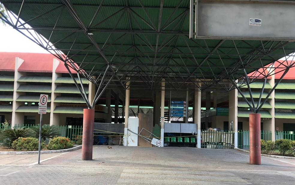 Devido ao lockdown, o Terminal Rodoviário de Sobral manteve suas portas fechadas nesta sexta (10) — Foto: Mateus Ferreira/SVM