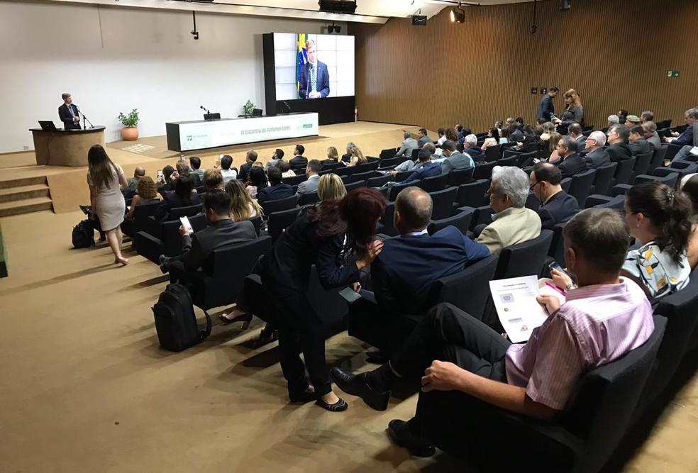 Candidatos à Presidência da Câmara discursaram em um curso de ambientação para deputados — Foto: Fernanda Calgaro/G1