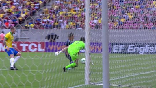 Japão chega tocando a bola e dá trabalho à defesa do Brasil aos 33 do 1º tempo