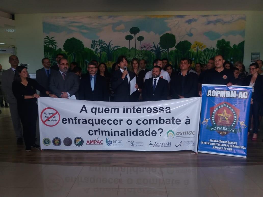 Agentes da Segurança e membros do Judiciário fazem ato contra o PL de abuso de autoridade no AC