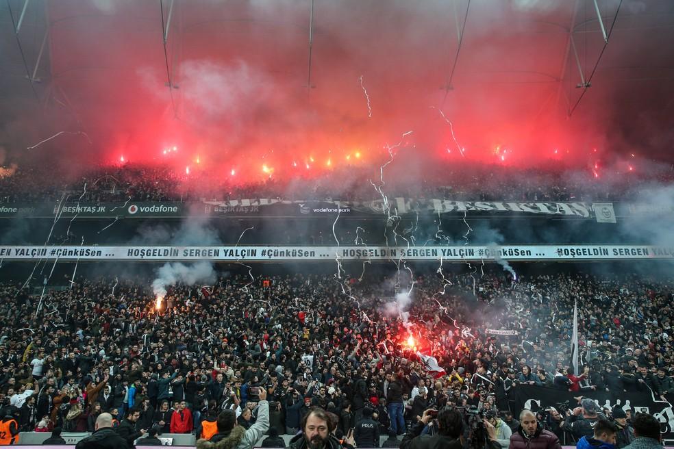 Estádio do Besiktas ficou em sétimo lugar na lista da France Football — Foto: Getty Images
