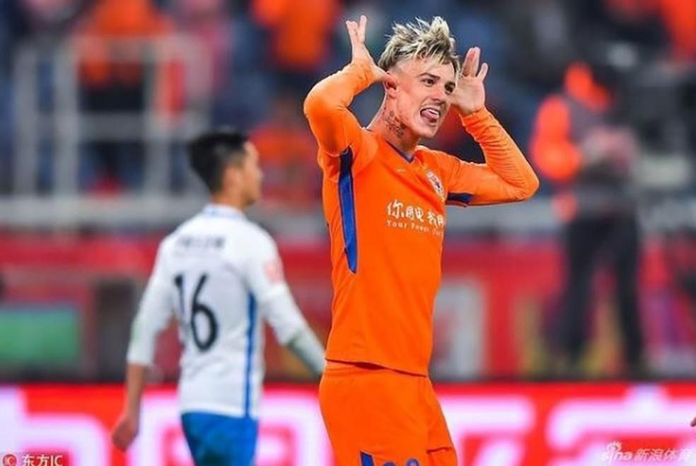 Shandong contrata brasileiro, e rescisão de Roger Guedes se aproxima