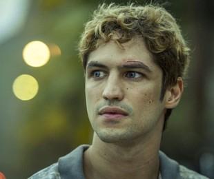 Gabriel Leone em 'DOM'   Amazon