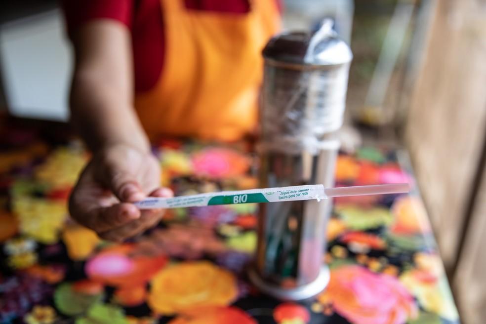 Canudo biodegradável usado em restaurante de Fernando de Noronha — Foto: Fábio Tito/G1