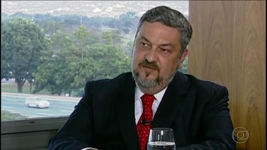 Presidente do PT diz em nota que Palocci mente e que está fora do partido