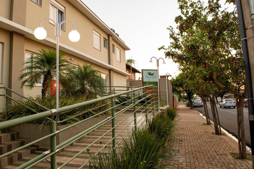 Localizada em região nobre de Araraquara, a Terça da Serra ocupa um imóvel amplo, com 20 apartamentos e profissionais altamente qualificados para cuidar dos idosos   — Foto: Crédito: Studio Davi Rosa