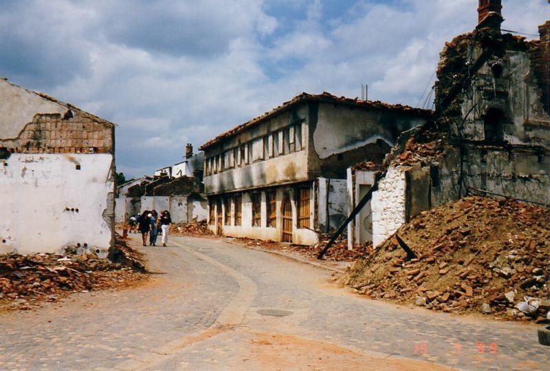 Registro de resultado da Guerra de Kosovo (1999), que destruiu a região (Foto: Wikicommus)