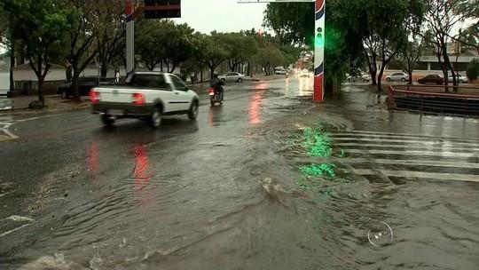 Chuva e ventos fortes causam estragos na região noroeste paulista