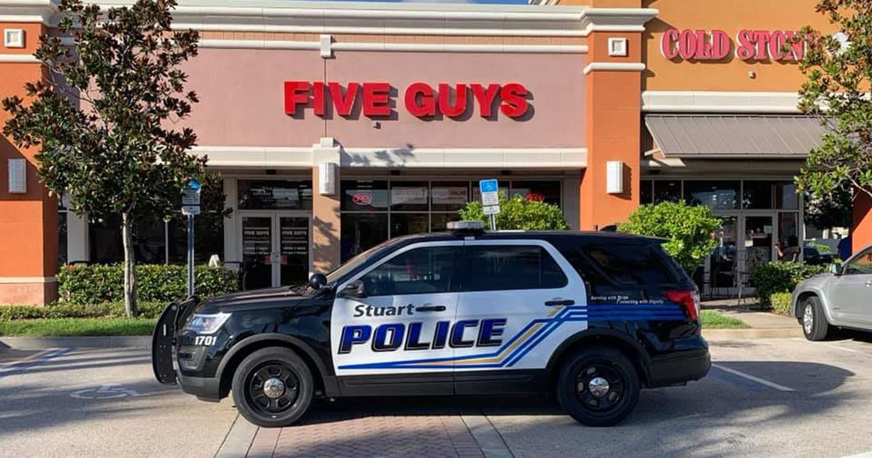 Cinco homens são presos em lanchonete da rede 'Five Guys' na Flórida - Notícias - Plantão Diário