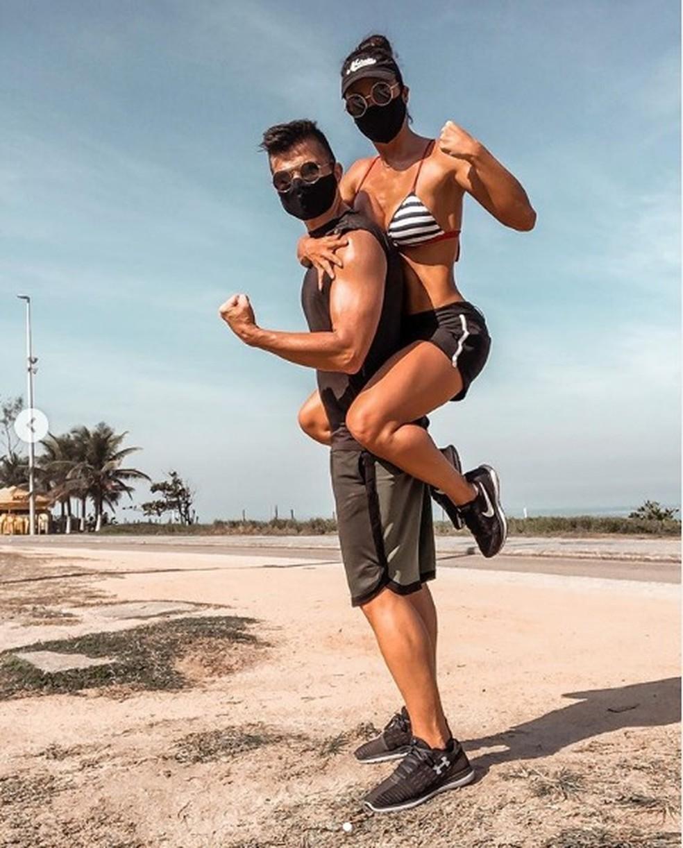 Ex-bailarina do 'Domingão', Fernanda D'avila e marido malhando durante quarentena — Foto: Reprodução / Instagram