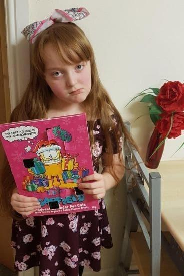 Alissa e o calendário (Foto: Reprodução/ Facebook)