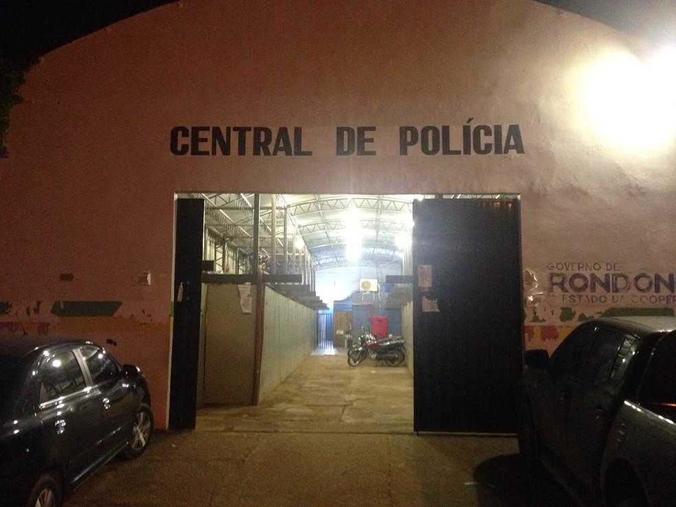 -  Depois de receber atenção médica no hospital João Paulo II, o suspeito foi encaminhado à Central de Polícia  Foto: Matheus Henrique