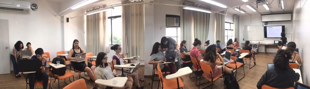 Workshop gratuito do R-Ladies São Paulo em fevereiro ensinou o básico da programação em R no Centro — Foto: Ana Carolina Moreno/G1