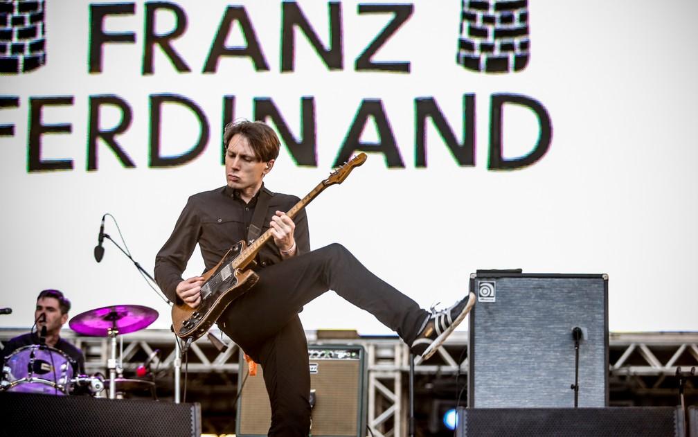 Alex Kapranos, vocalista do Franz Ferdinand, toca no Lollapalooza 2013 no Jockey Club (Foto: Raul Zito/G1)