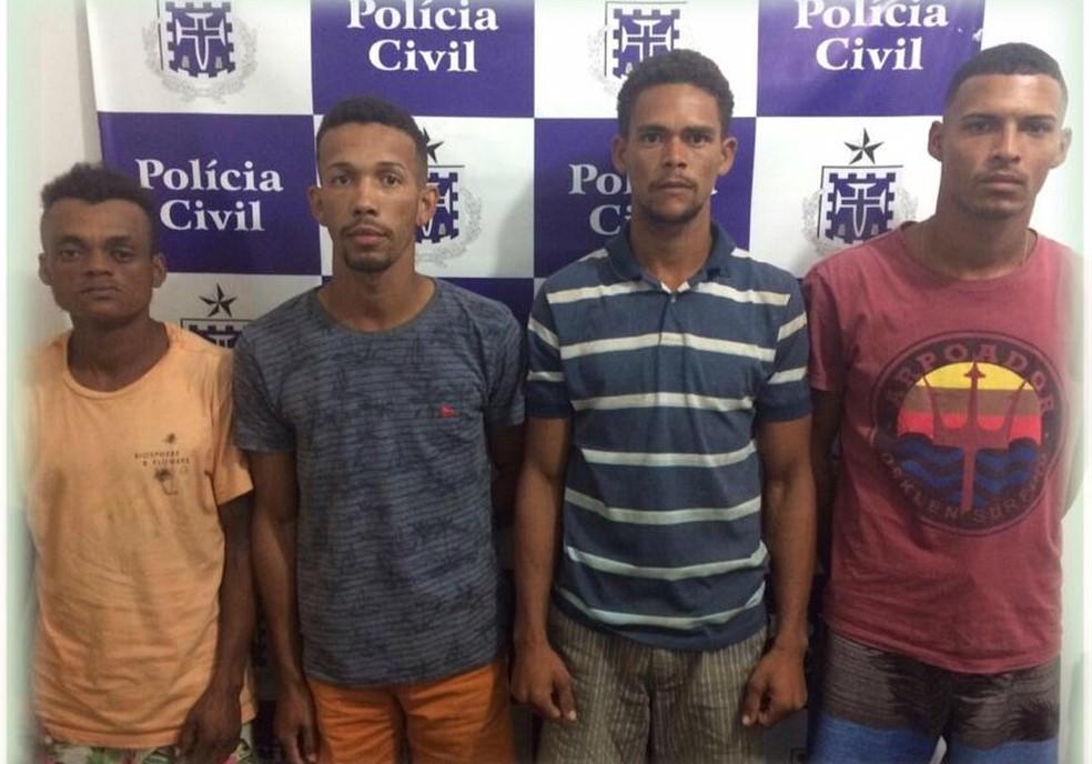 Homens foram presos suspeitos de roubar R$ 14 mil que estava em cima de guarda-roupa — Foto: Divulgação/Polícia Civil