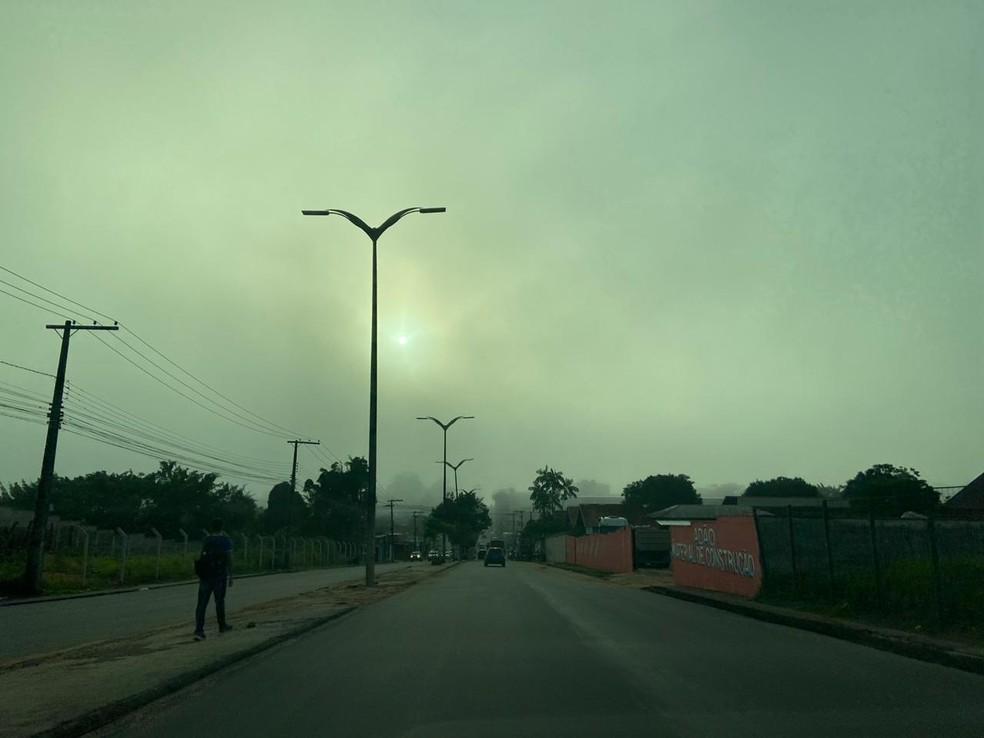 Neblina registrada em rua no bairro Santa Etelvina em Manaus — Foto: G1 AM