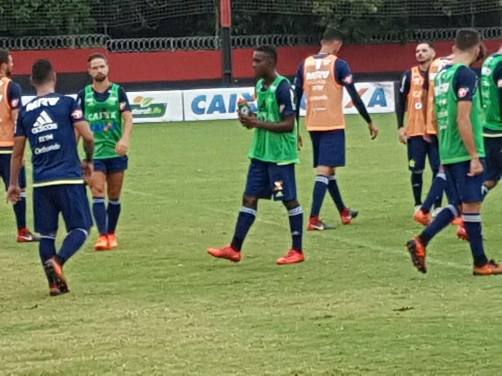 Marlos Moreno já treina com os novos companheiros no Ninho do Urubu (Foto: Marcelo Baltar / GloboEsporte.com )