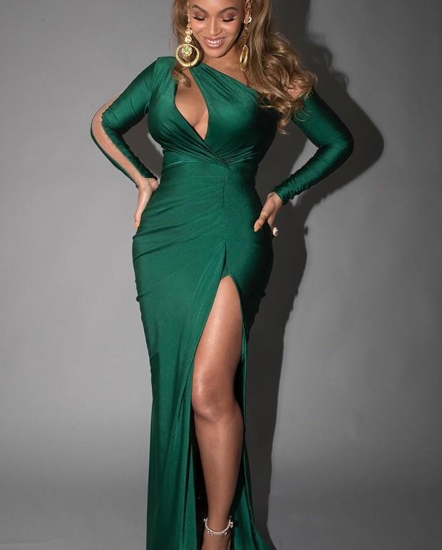 Resultado de imagem para Beyoncé vestido verde