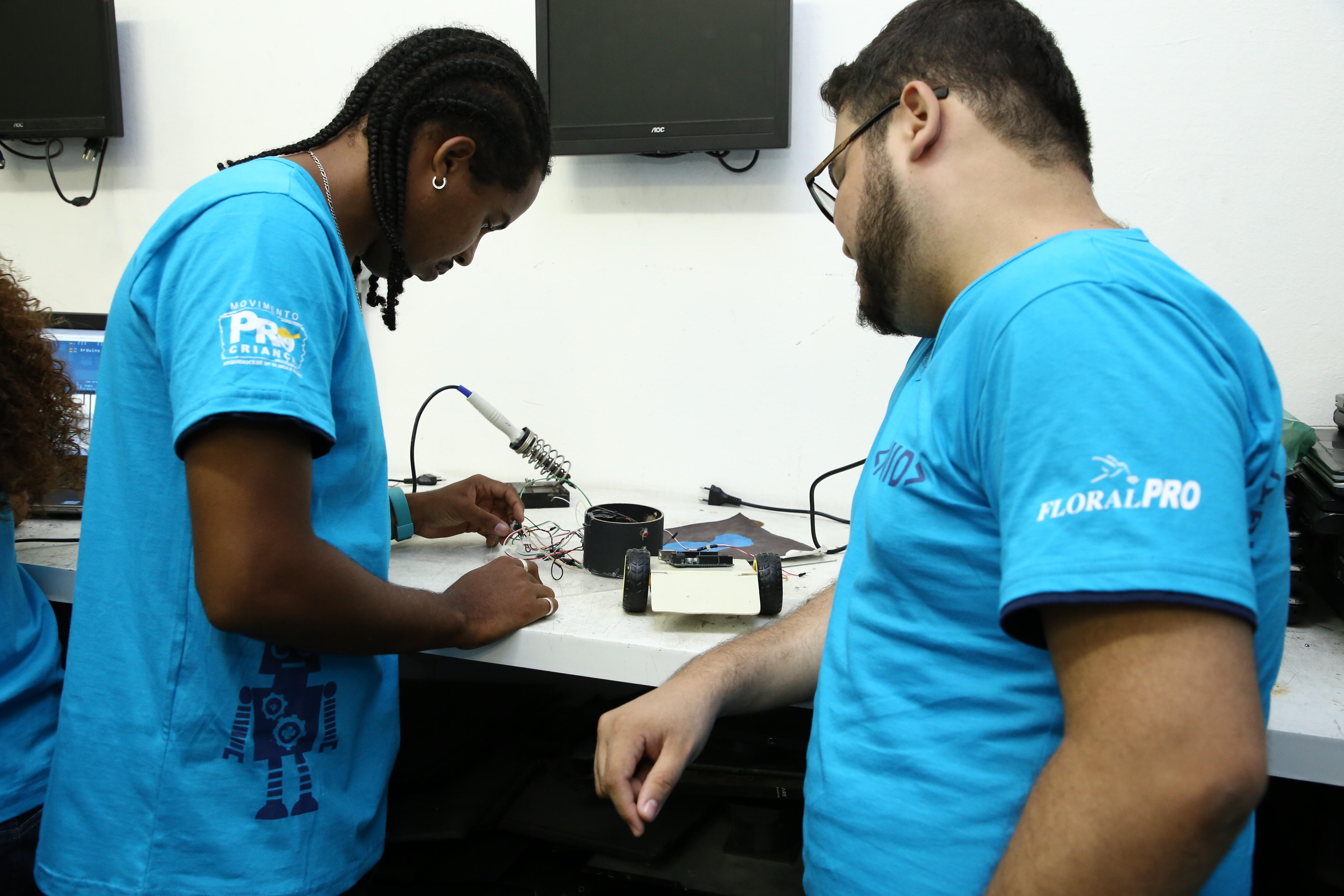 Pró-Criança inscreve para 200 vagas em cursos gratuitos na área de informática, no Recife