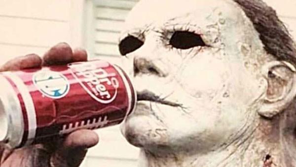 Ator Nick Castle recriou foto icônica da da franquia 'Halloween' (Foto: Reprodução)