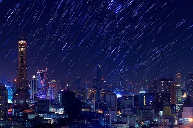 'Queremos usar o céu como uma tela de pintura', diz empresária que tenta criar artificialmente chuva de meteorosos como essa (Foto: Getty Images via BBC News Brasil)