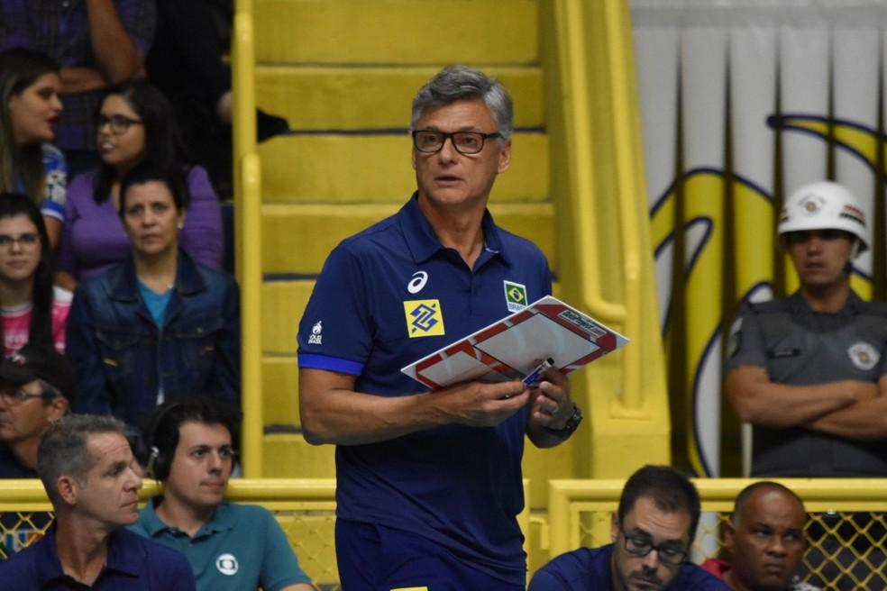 Renan Dal Zotto definiu os atletas que defenderão o Brasil na Liga das Nações (Foto: Filipe Rodrigues/GloboEsporte.com)