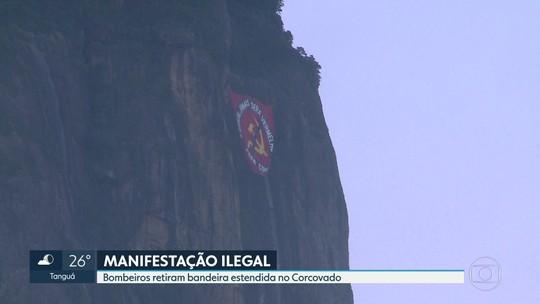 Bandeira ilegal no Corcovado