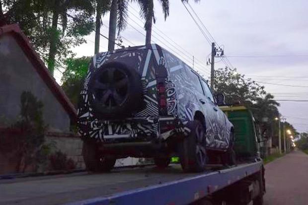 Flagra Land Rover Defender (Foto: Pedro Soares )
