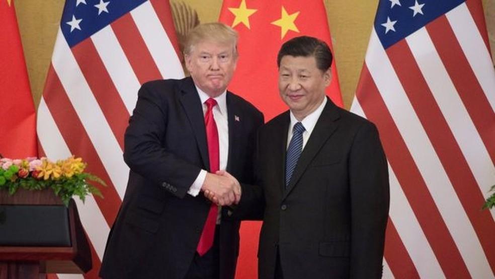 Nova taxa de 25% aplicada pelos EUA, vigente desde esta sexta, provocou retaliação de Pequim (Foto: GETTY IMAGES/AFP)