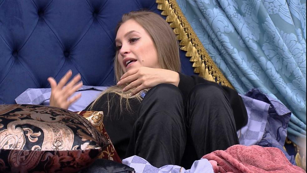 Carla Diaz diz para Arthur no Quarto do Líder do BBB21: 'Acho que você podia ter falado comigo' — Foto: Globo