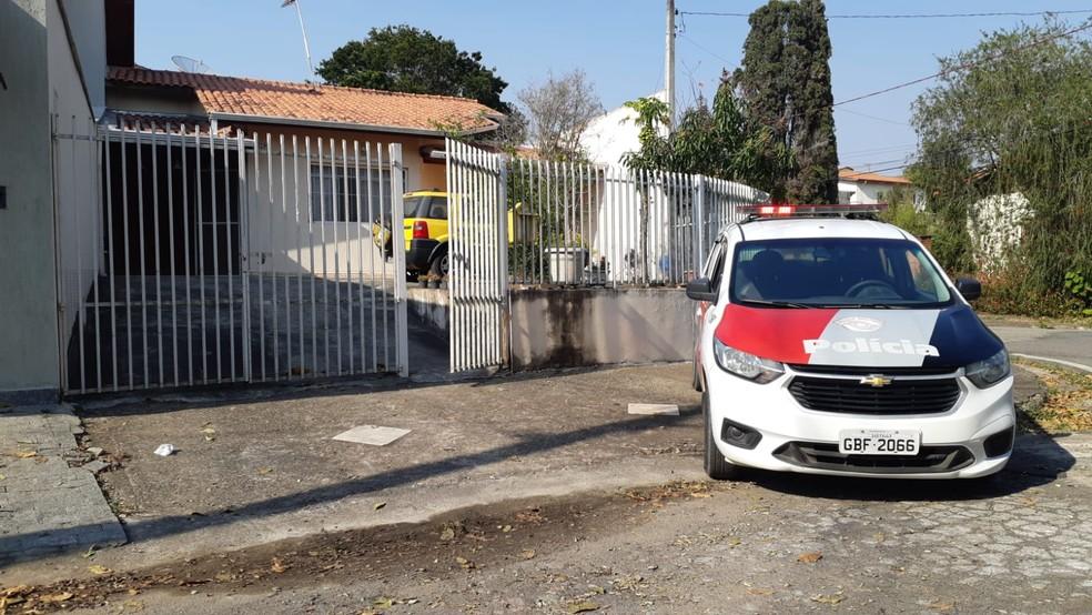 Homem é detido suspeito de esfaquear pai e mãe em São Roque (SP) — Foto: São Roque Notícias/Divulgação