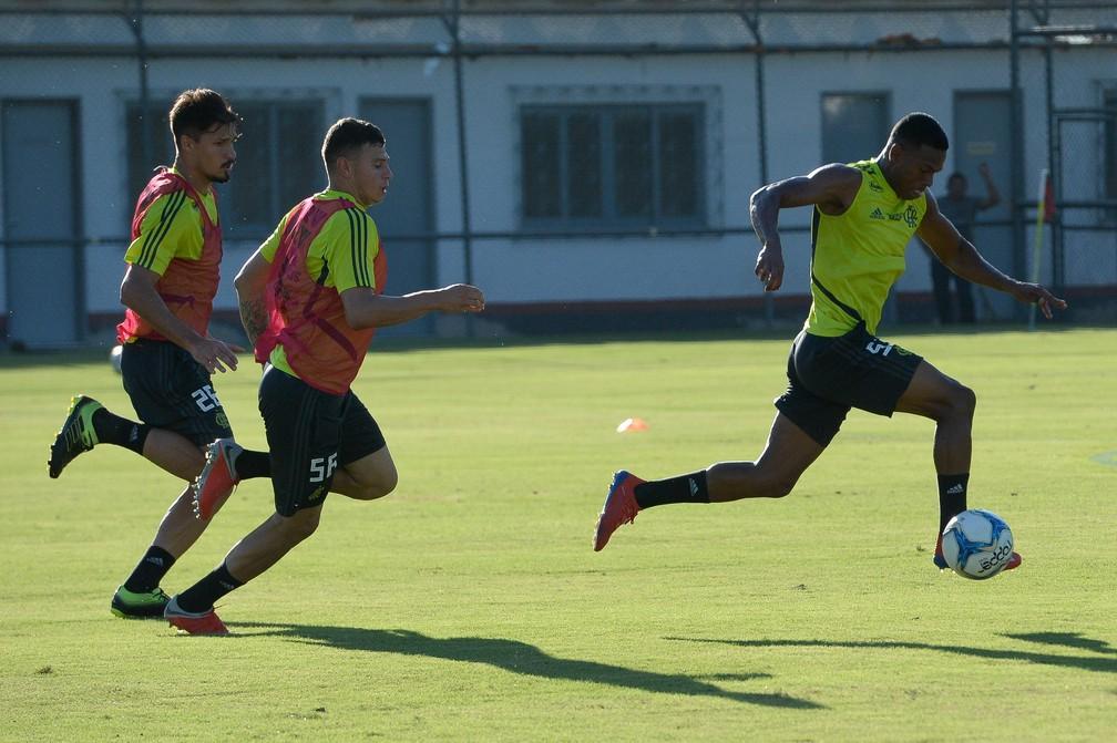 Thuler, Hugo Moura e Lucas Silva vão ganhando espaços no time alternativo de Abel — Foto: Marcelo Cortes/Flamengo