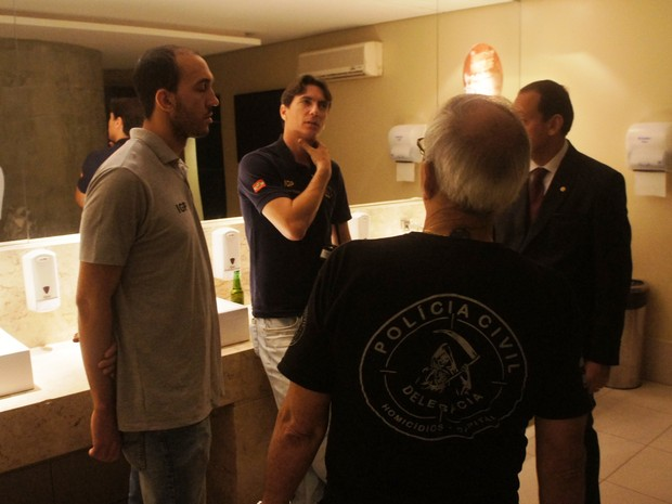 Reconstituição ocorreu no banheiro de casa noturna em Florianópolis (Foto: Polícia Civil/Divulgação)