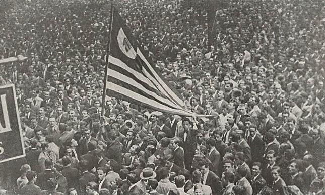Multidão se reúne em apoio a Revolta Constitucionalista, em São Paulo