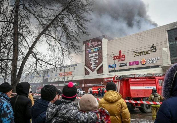 Incêndio em shopping causou a morte de mais de 60 pessoas (Foto: EFE)