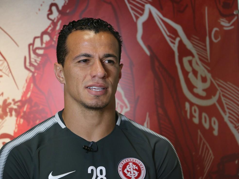Leandro Damião voltou ao time do Inter após 60 dias diante do Palmeiras (Foto: Tomás Hammes / GloboEsporte.com)