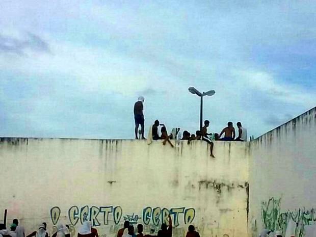 Presos se rebelaram na tarde deste sábado (14), em Alcaçuz (Foto: Divulgação/PM)