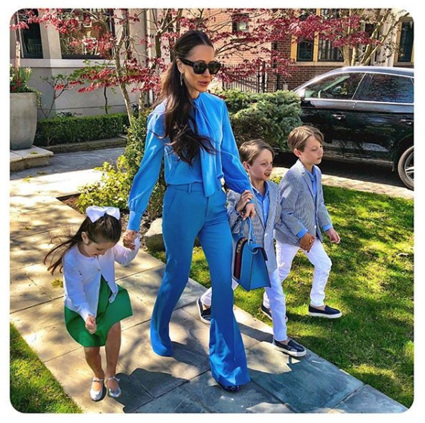 A stylist Jessica Mulroney com os filhos, em foto postada no Instagram para comemorar o Dia das Mães (Foto: Reprodução / Instagram)