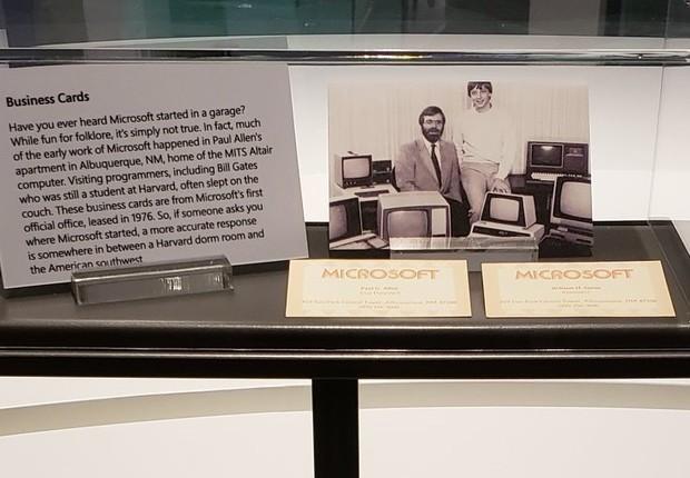 """Zoom dos cartões de Paul Allen (à esq) e de William """"Bill"""" Gates (à dir.) (Foto: Reprodução Facebook Microsoft Visitor Center)"""