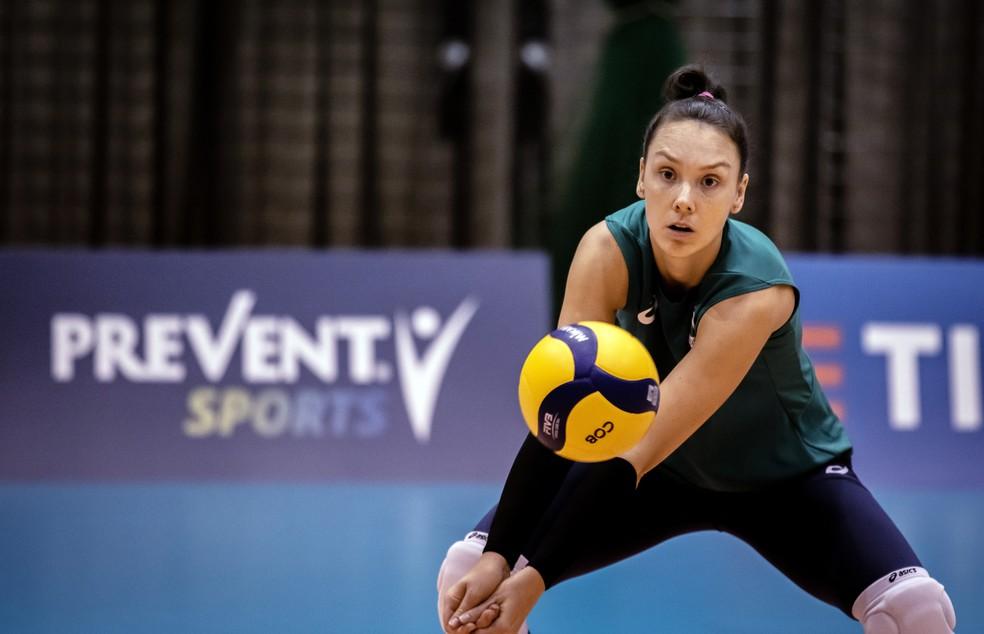 Roberta em treino da seleção — Foto: Jonne Roriz/COB