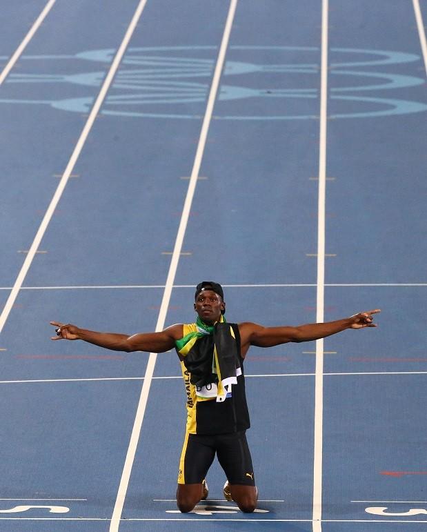 Bolt celebra o ouro nos 200m rasos