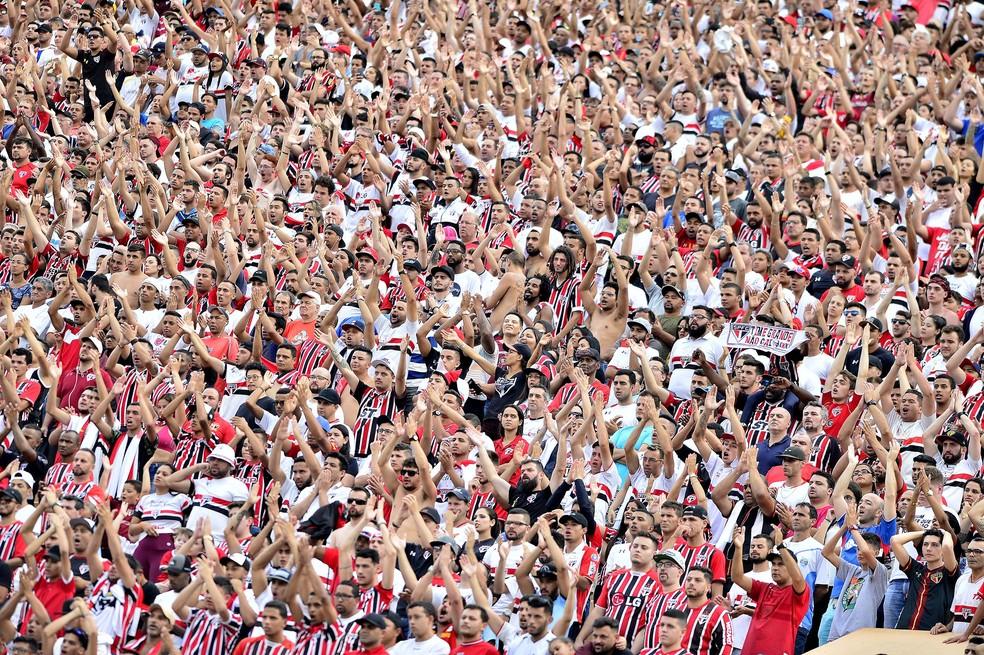 São Paulo x Santos: mais de 40 mil no Pacaembu (Foto: Marcos Ribolli)