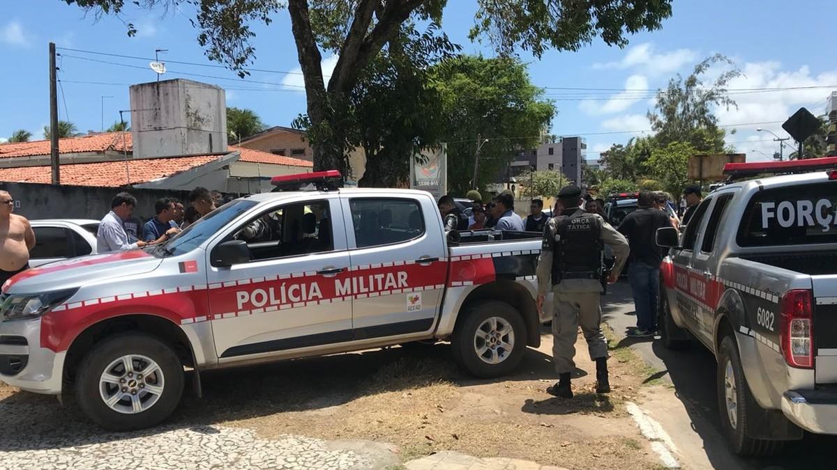 Suspeitos de roubar carro são detidos após perseguição em João Pessoa