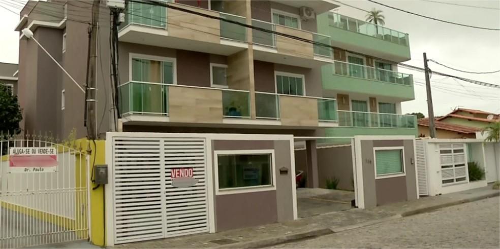 O traficante estava escondido em um prédio no bairro Costa Azul (Foto: Cadu Alves/Inter TV)
