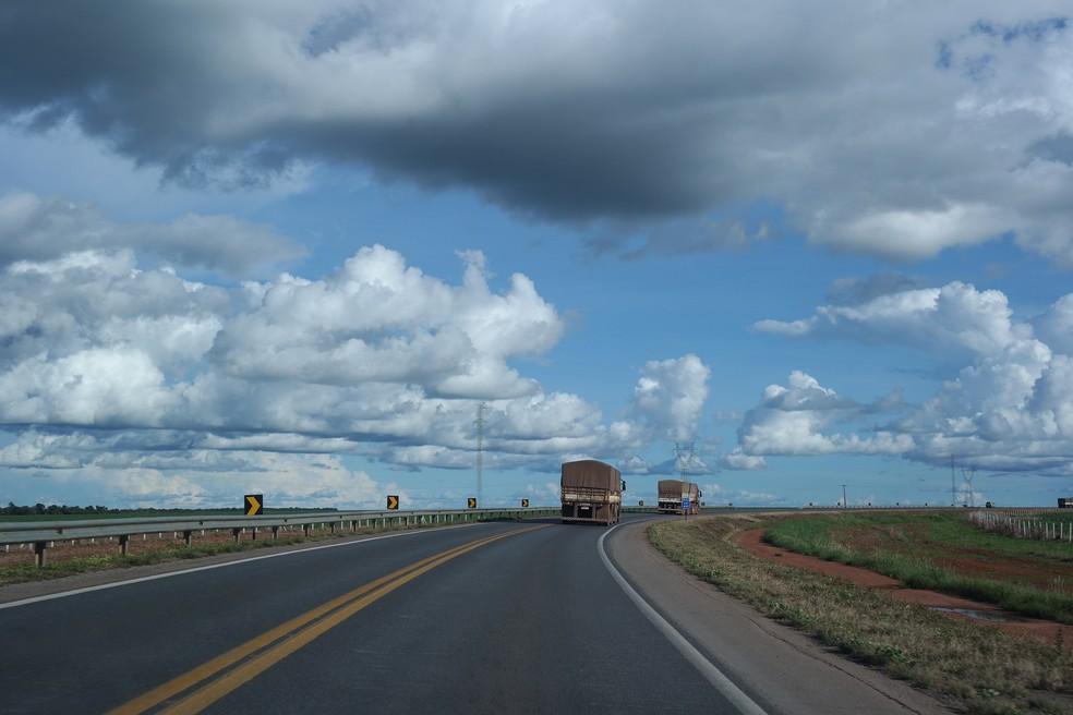 Investimento em estradas contribui para o escoamento da produção agrícola no estado — Foto: Rota do Oeste/Divulgação