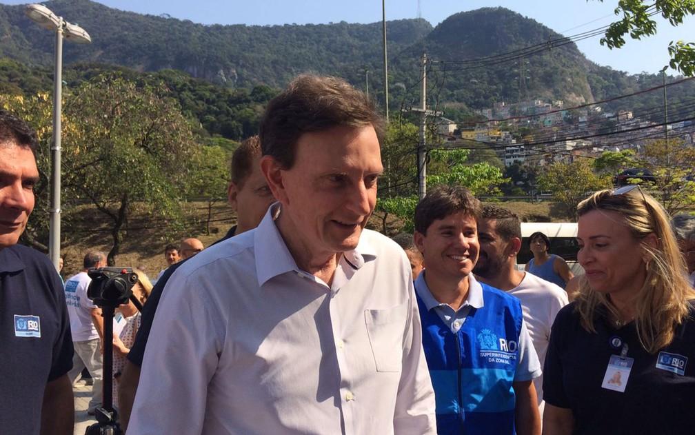 Prefeito Marcelo Crivella visita a comunidade da Rocinha (Foto: Bruno Albernaz / G1)