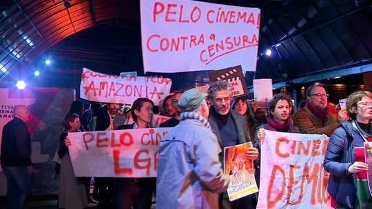 Festival de Gramado tem protesto de artistas e reação do público