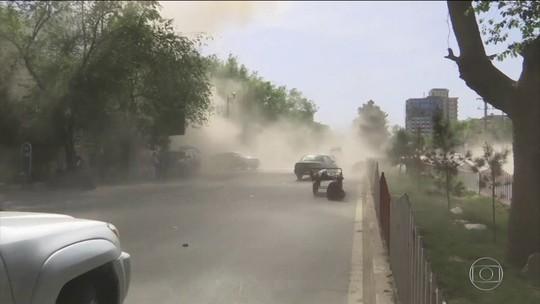 Ataques no Afeganistão matam 35, entre eles, 10 jornalistas e 11 crianças