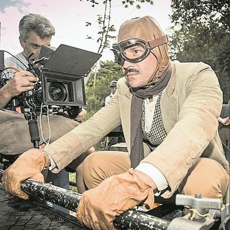 Malvino Salvador grava uma das corridas clandestinas do Coronel Brandão em 'Orgulho e paixão' (Foto: Globo/João Miguel Júnior)